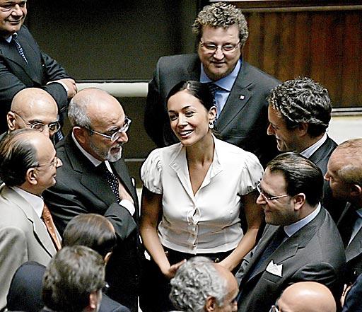 Mara carfagna al primo posto nella classifica dei politici for Calendario camera dei deputati