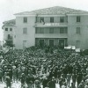 Folla radunata in piazza il giorno dei funerali, Celano 3 maggio 1950