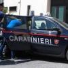 Picchia i genitori e aggredisce il fratello e i carabinieri accorsi, arrestato 44enne