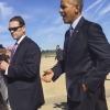 Obama si toglie la fede prima di salutare la folla