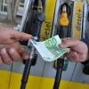 Natale, prezzi in rialzo dei carburanti, nonostante quotazioni in ribasso del petrolio