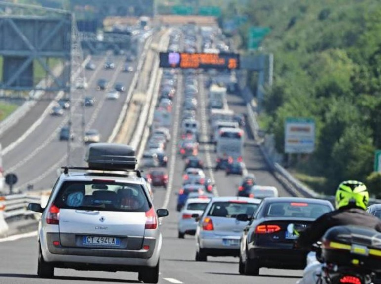 Vacanze e traffico: sabato 5 agosto bollino nero dell'estate
