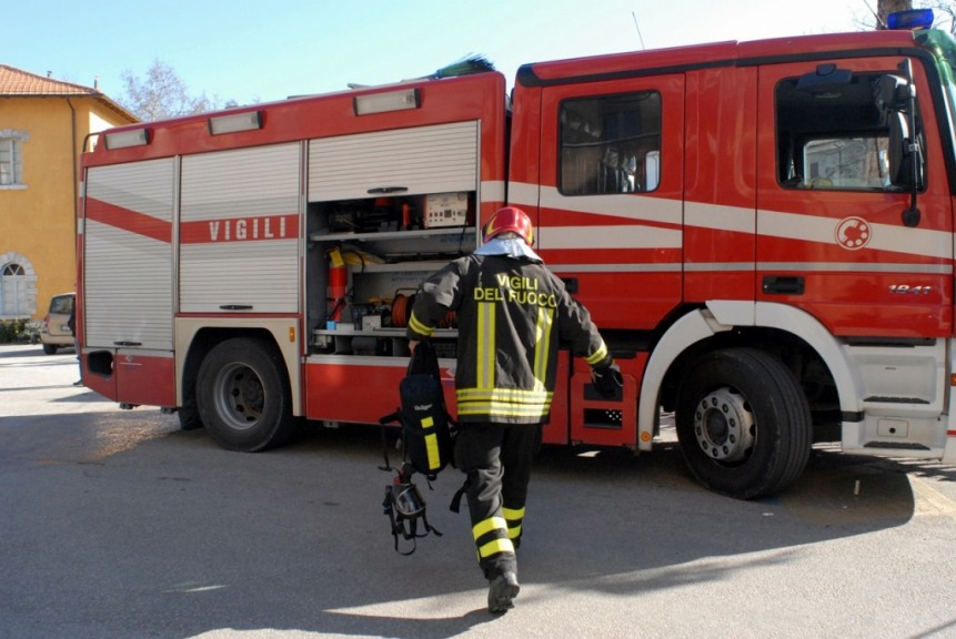 Incendio in via Portonaccio a Roma: paura per distributore