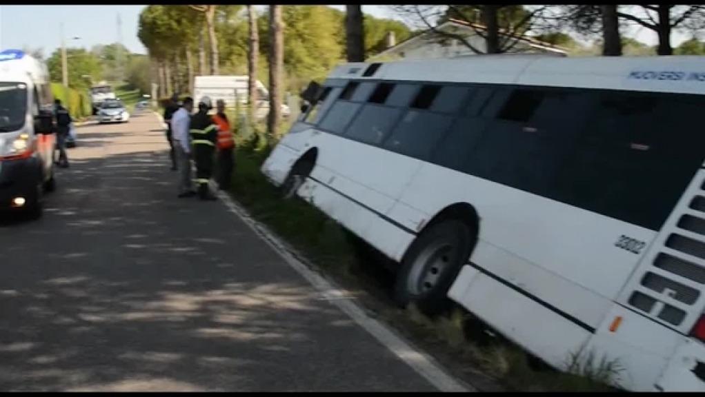 Bus fuori strada in Trentino, un morto dimensione font +
