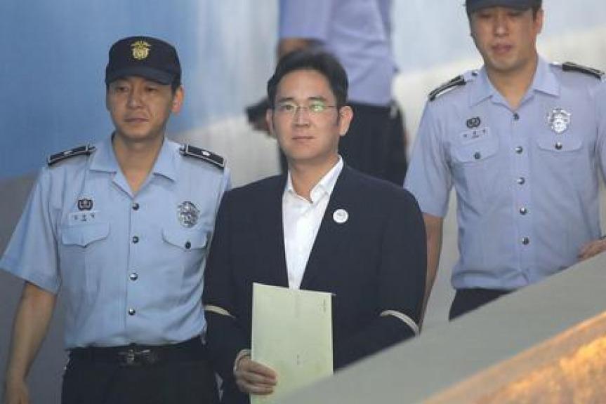 Sudcorea, condannato l'erede dell'impero Samsung: 5 anni a Lee