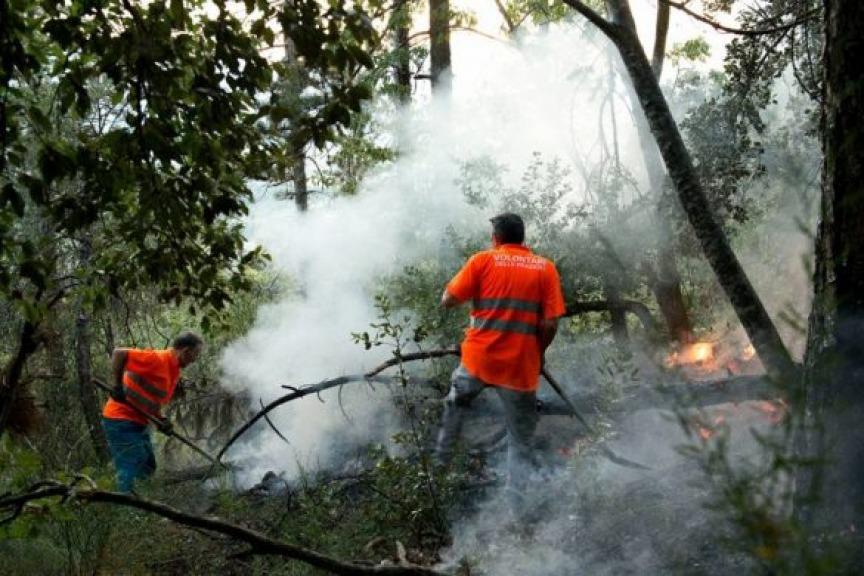 Incendio monte Morrone, gravemente ferito uno dei volontari