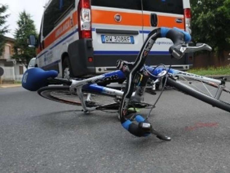 Martinsicuro, ciclista muore investito da un'auto