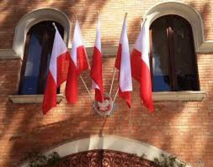 Allarme bomba a Roma, evacuata ambasciata della Polonia