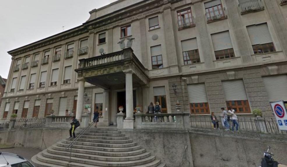 Il maniaco dell'ascensore torna a colpire a Genova