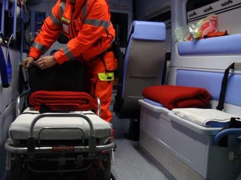 Uccide anziani in ambulanza per favorire agenzie funebri, arrestato