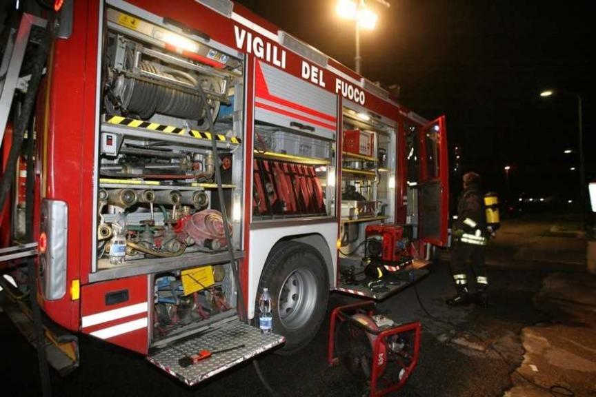 Mercato San Severino, incendio in casa: 3 morti carbonizzati. Omicidio-suicidio?