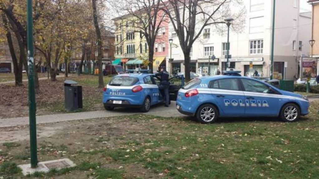Messaggi hot ad una studentessa, arrestato professore pesarese
