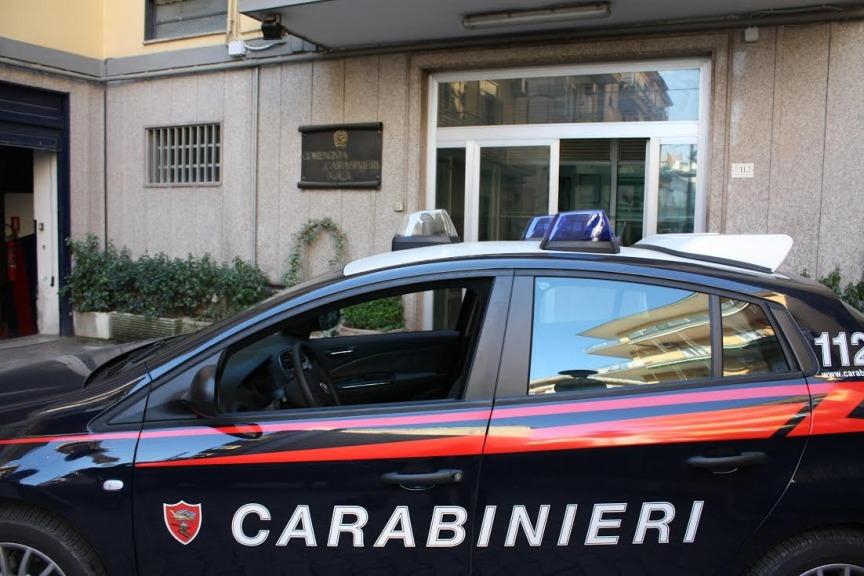 Napoli, tenevano il figlio incatenato al letto: genitori e sorella arrestati