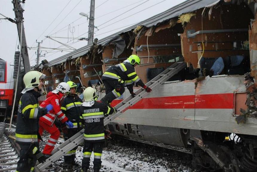 Scontro fra treni, morta una donna