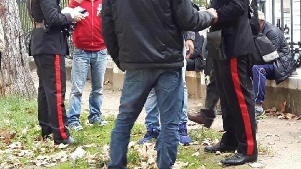 Duplice omicidio, due anziani coniugi uccisi nel giardino di casa a Rolle
