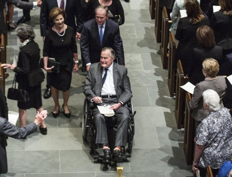 Ex presidente Usa George HW Bush ricoverato in terapia intensiva