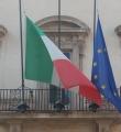 Bandiere a mezz'asta a Palazzo Chigi
