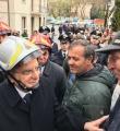 """Visita di Mattarella a Ussita, Il Presidente rincuora anziano, """"Ricostruiremo tutto"""""""