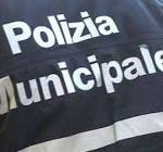 Servizio di sicurezza sul territorio, vigili urbani elevano multe e sequestrano cibi senza etichette