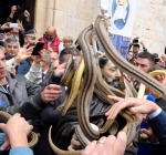 In 10mila ai Serpari, Buoni Auspici dal Rito Millenario. Tante le Firme l'Unesco