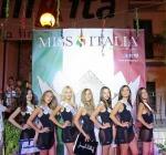 #Terremoto, Miss Italia Oggi No, Domani Si. Lo Scandalo delle Miss che Sfilano Durante le Scosse