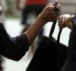 60enni rubano borsa al supermercato, scoperti dalle telecamere