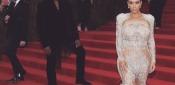 Kim Kardashian, Sotto al Vestito... Niente! La Nuova Moda della Socialitè
