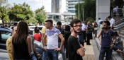 Terremoto Devastante in Grecia. Crolli, Panico e Tanta Gente in Strada