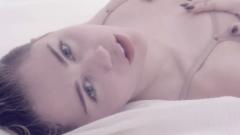 "Miley Cyrus ""Adore you"""