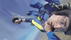 Si lancia con il paracadute e sviene