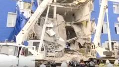 Russia, crollo della caserma a Omsk