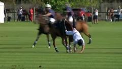 Il principe Harry cade da cavallo