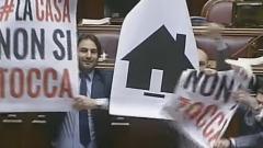Camera, protesta in Aula M5S con striscioni