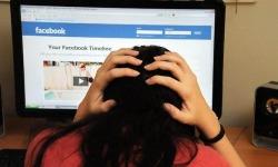 Adolescenti sempre più connessi a internet e genitori inconsapevoli dei pericoli