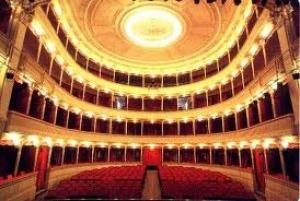 """L'interno del teatro """"Maria Caniglia"""""""