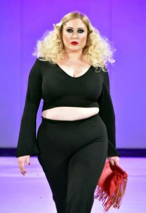Hayley hasselhof figlia di david la modella curvy pi - Nuda sul divano ...