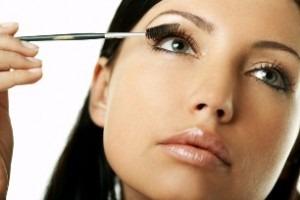 Come Facevano Le Nonne...Ciglie Folte Senza Mascara Con un Ingrediente Naturale ed Economico