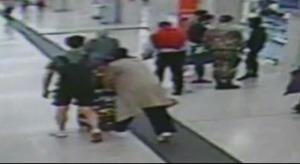 Paura alla stazione di Milano,accoltellati un militare e una agente della Polfer
