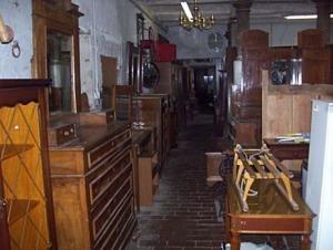 Rubavano mobili e li rivendevano al mercatino dell 39 usato for Mercatino usato l aquila