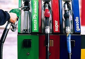 Altri 5 centesimi di tasse sulla benzina, per finanziare la Protezione Civile 