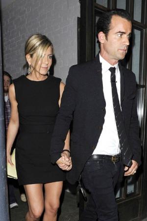 "Jennifer Aniston irrompe nel matrimonio di Brad Pitt, ""Mi ..."