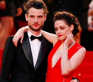 Kristen Steward splendida in rosso sul red carpet di Cannes