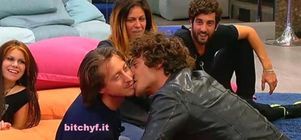 Grande Fratello 13 bacio gay tra Giovanni e Mirco