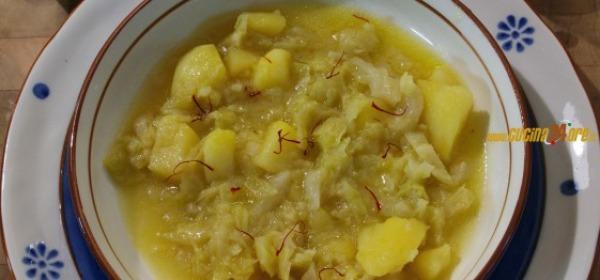 Zuppa con verze, patate e zafferano