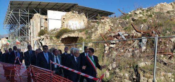Il Presidente Mattarella ad Onna - foto da twitter