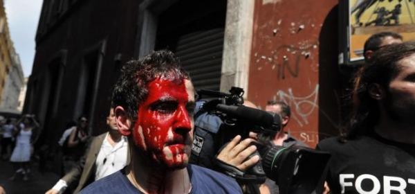 Uno dei manifestanti feriti