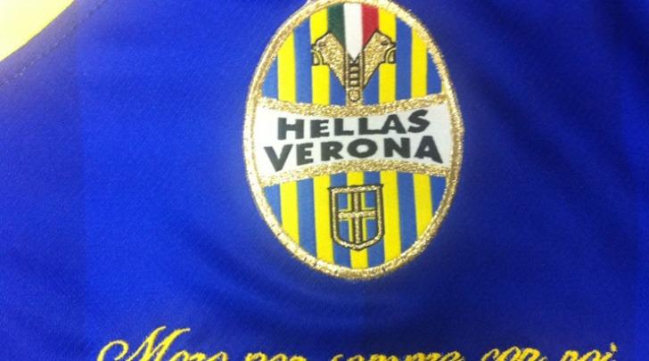 La scritta sulle magliette del Verona