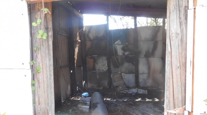 Il capannone bruciato