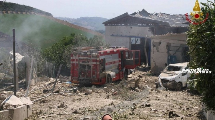 Il drammatico scenario dopo l'esplosione a Città Sant'Angelo