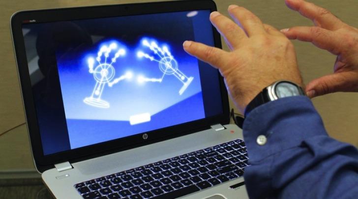 un PC con riconoscimento dei gesti